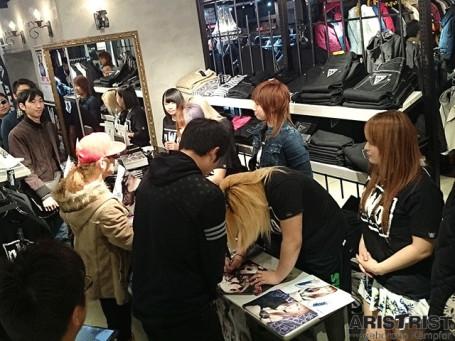 女子プロレス・スターダム写真集『MODEL MODE』販売サイン会